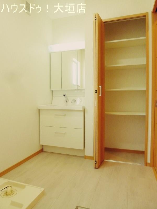洗面所の収納は日用品のストックやタオル類の収納に便利です。