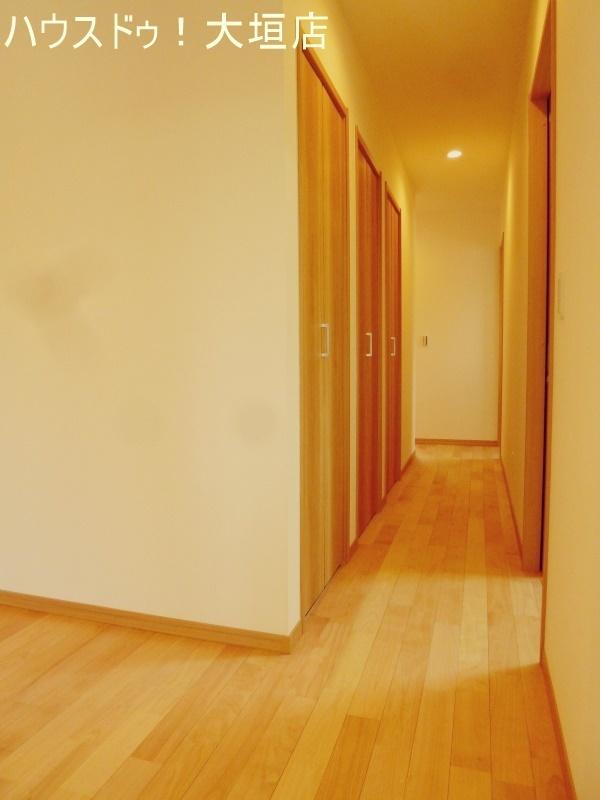 廊下には収納が3つ並び、家族の成長に合わせてお使い頂けます。