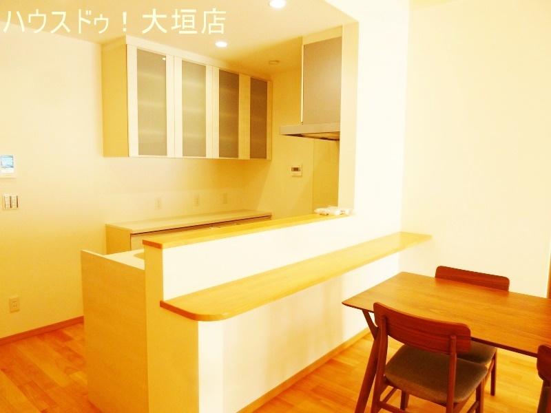 収納豊富なキッチン。隠す収納でいつでもスッキリとしたキッチンになります。