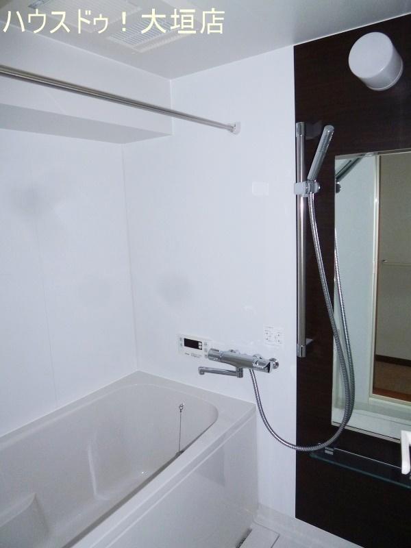 浴室も交換済。きれいな浴室で毎日の疲れも一気にとれます。