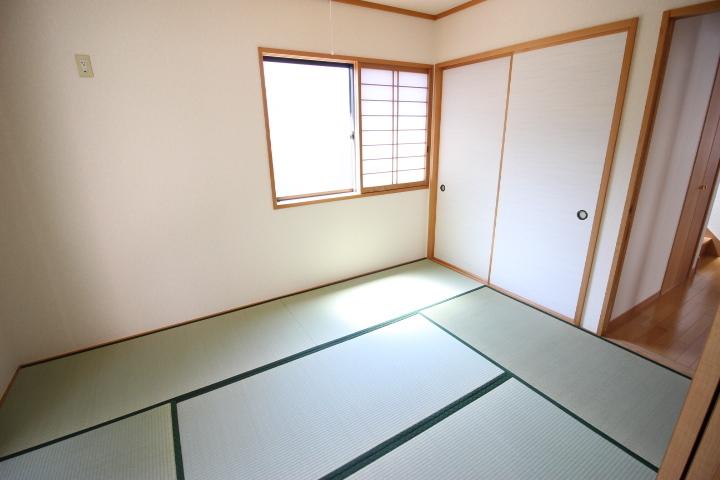日本の文化 和室 畳の香りは心が落ち着きますよね 横になってお昼寝でもいかがですか