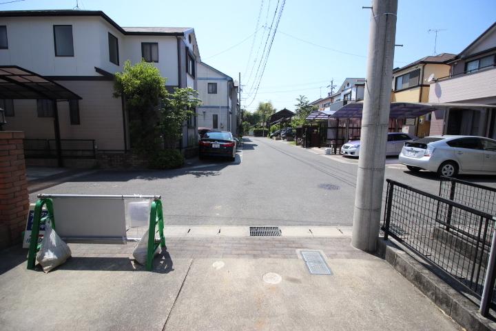 前面道路は見晴らしもよく、交通量も少ないので 安心です