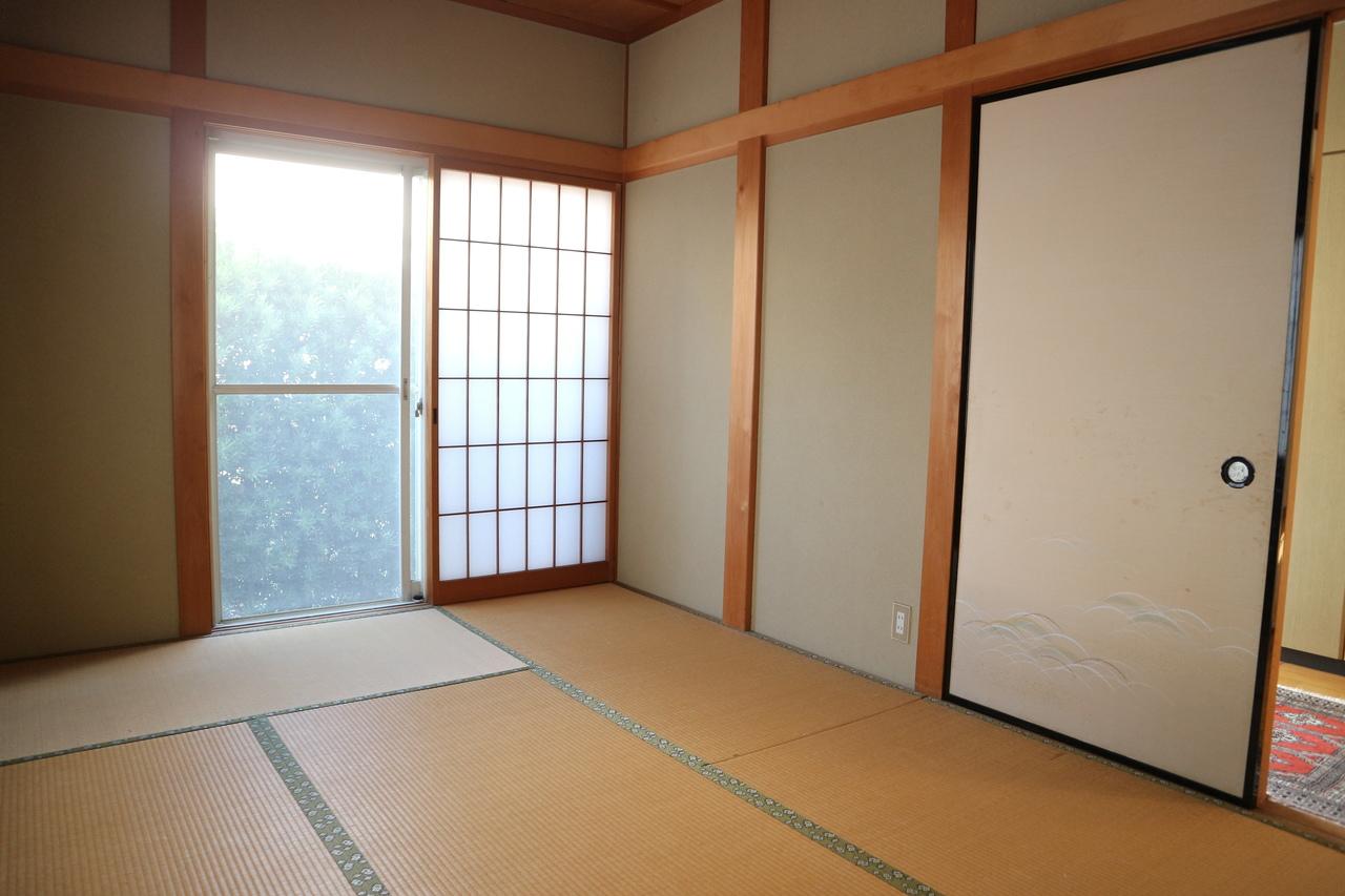 客間として使える玄関横の1階和室。
