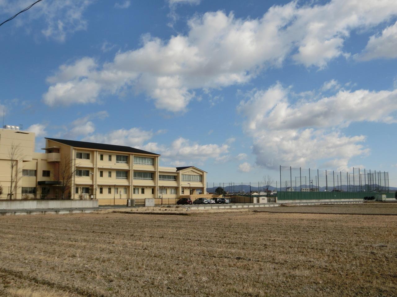 【中学校】豊橋市立吉田方中学校まで徒歩17分(1342m)