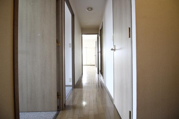 廊下部分です、窓を開ければ風が抜けますよ。