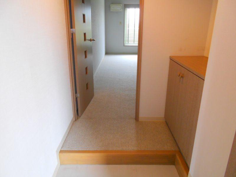 千歳市文京の中古マンションです。 玄関です。シューズボックスがあります。