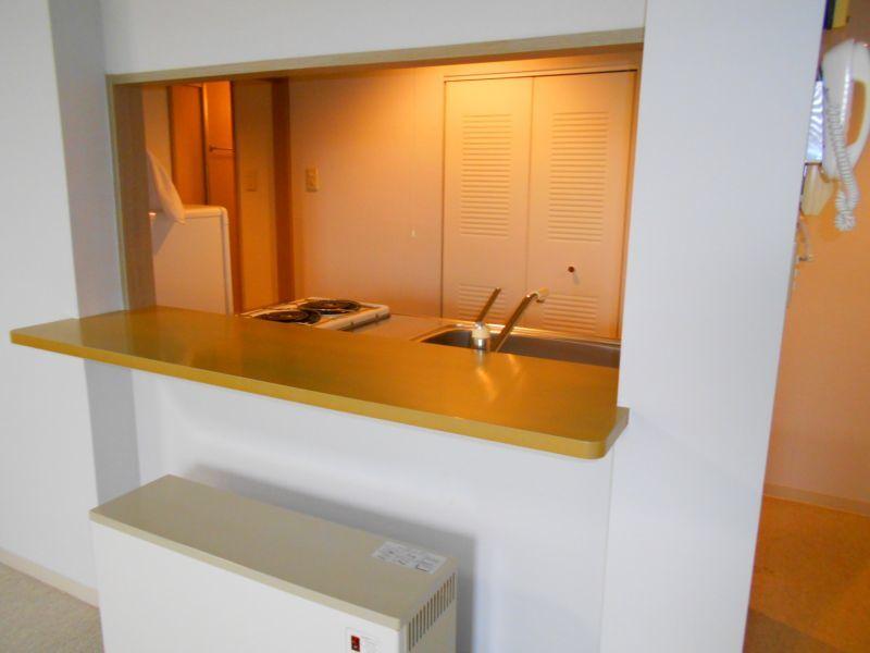 千歳市文京の中古マンションです。 対面型キッチンとなっており開放感があります。