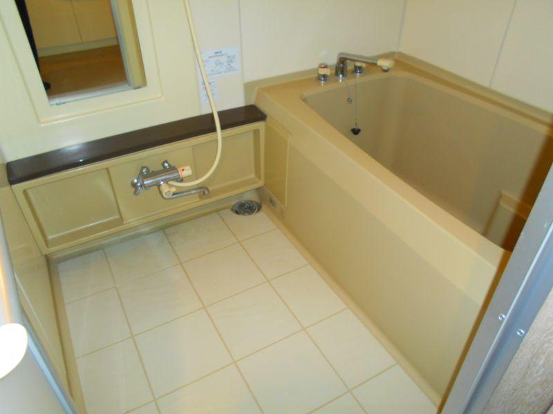 千歳市文京の中古マンションです。 バスルームです。