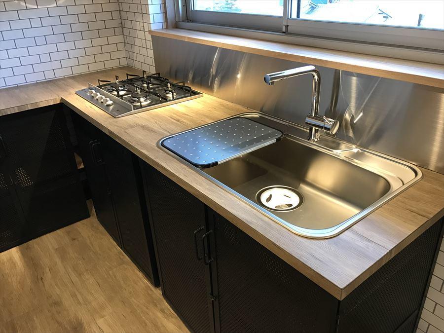 洗ったものを置ける水切台も付いていますので、大きな水切りカゴ不要で、作業スペースを広く使えます!