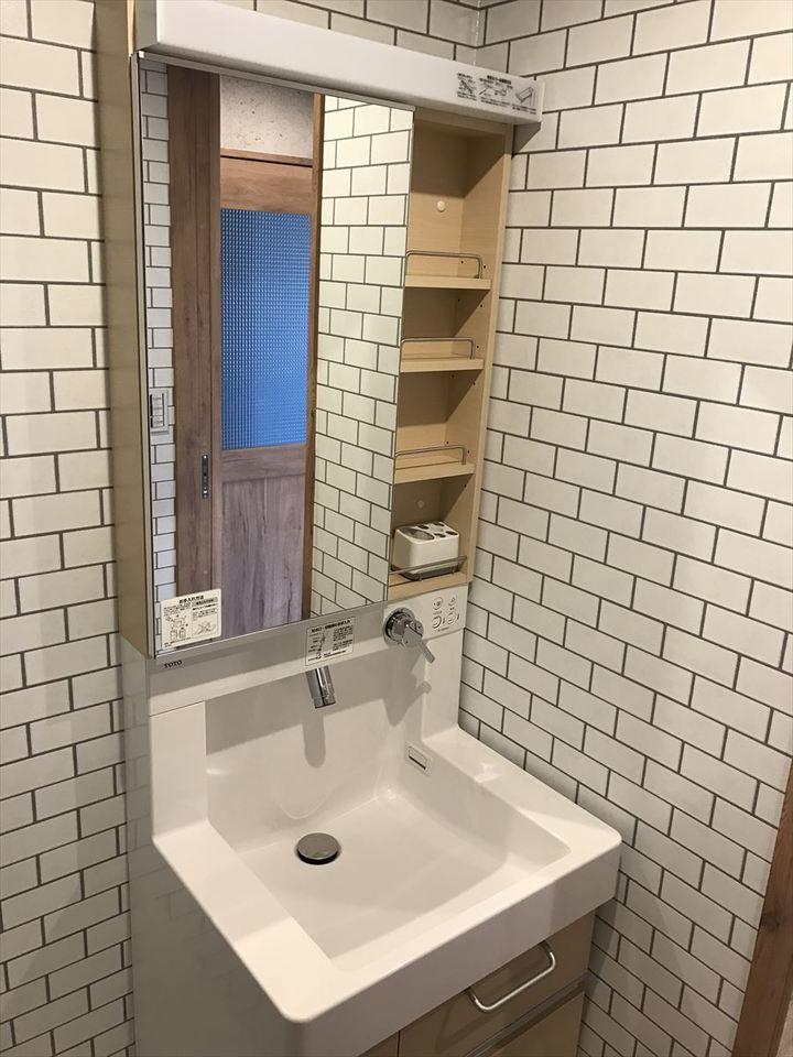 スタイリッシュな洗面台には収納も完備されています。毎日の身支度も楽々できます♪
