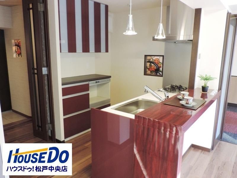 ◎キッチン(2014年1月リノベーション後撮影) 食洗機付で食事の後片付けもラクラク!毎日の家事を手助け!環境にもやさしい! キッチンには食器棚も完備。キッチン廻りもすっきり片付きます!