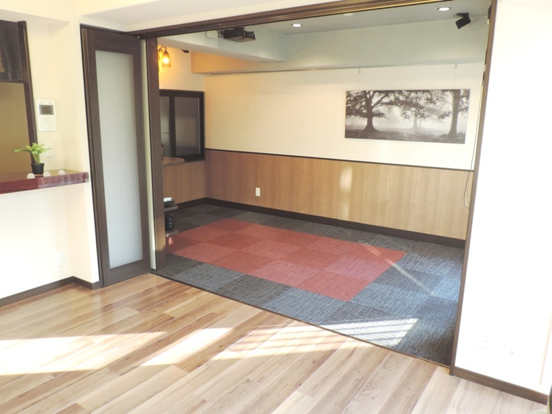 ◎寝室(2014年1月リノベーション後撮影) 寝室はリビングと間仕切りに。広々とした空間が広がります!