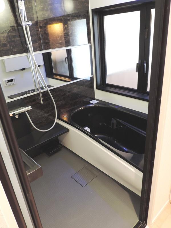 ◎浴室(2014年1月リノベーション後撮影) 広々浴室で日々の疲れも癒してくれる、くつろぎのバスタイムを!