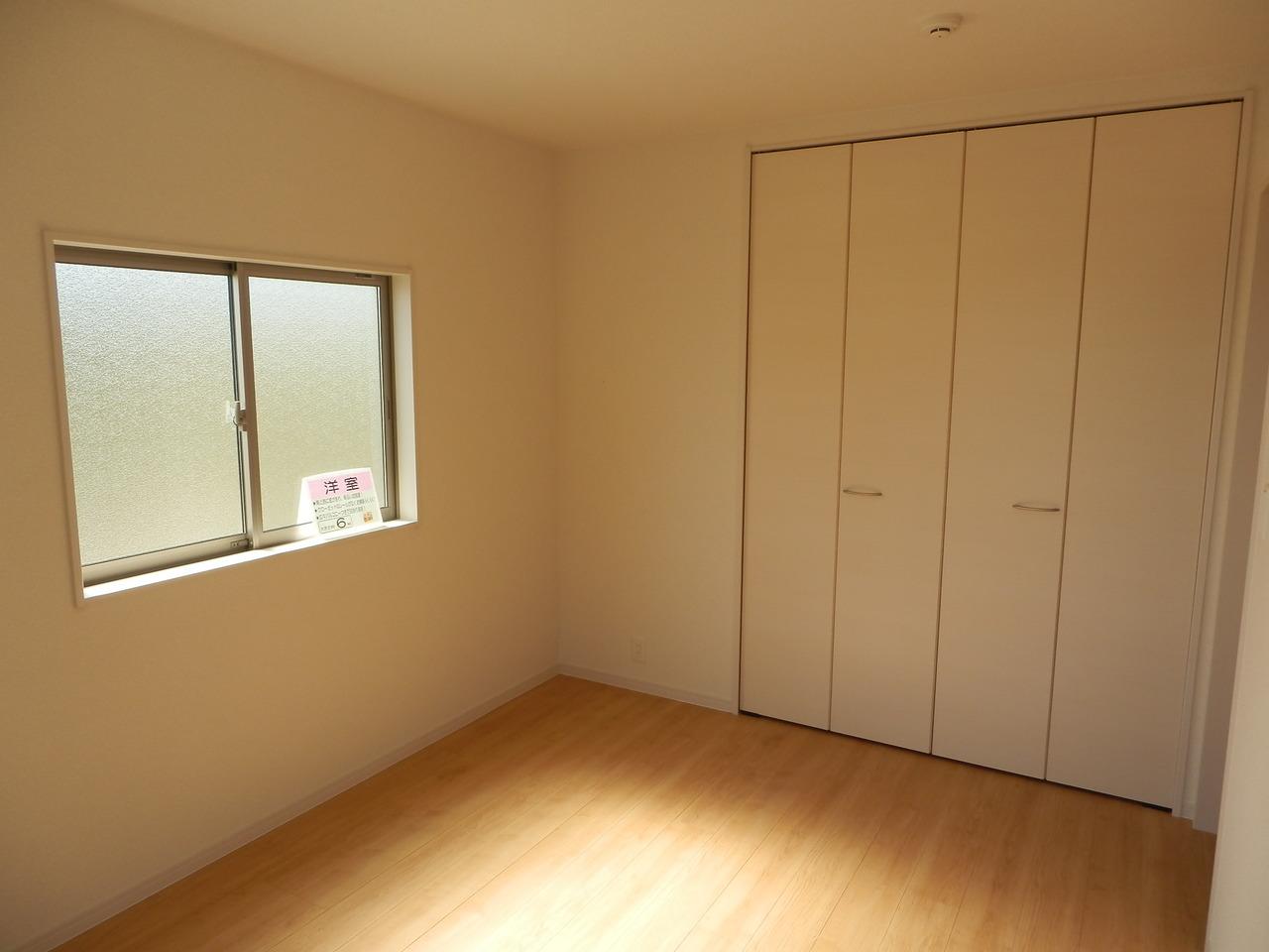 2階:西側洋室6帖