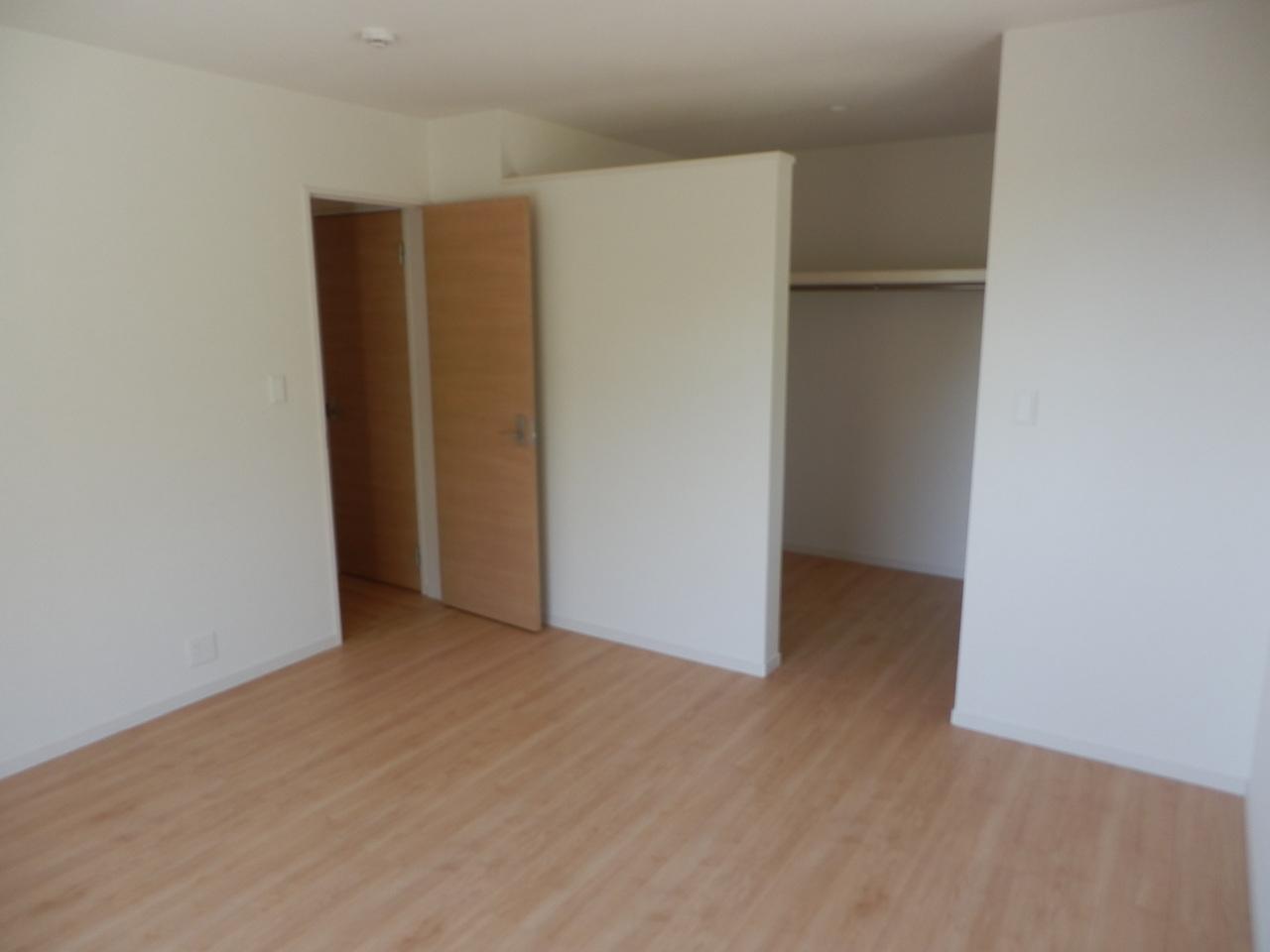 2階:東側洋室8帖/ウォークインクローゼットあり