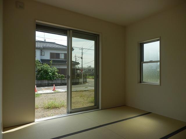 2017.8.21撮影 4号棟 久喜市佐間 新築戸建です。デザイナーズ住宅、全敷地300㎡以上、カースペース3台以上可(車種による)大型バルコニーです。