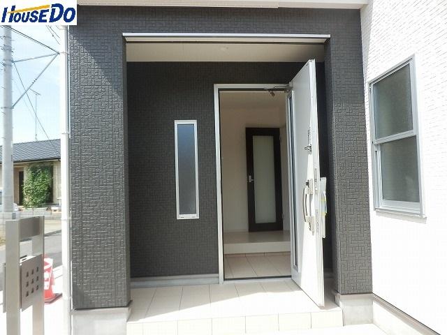 2017.8.25撮影  久喜市佐間 新築戸建です。デザイナーズ住宅、全敷地300㎡以上、カースペース3台以上可(車種による)大型バルコニーです。