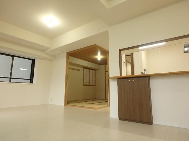 和室の扉を開放すれはさらに広々としたリビングに。