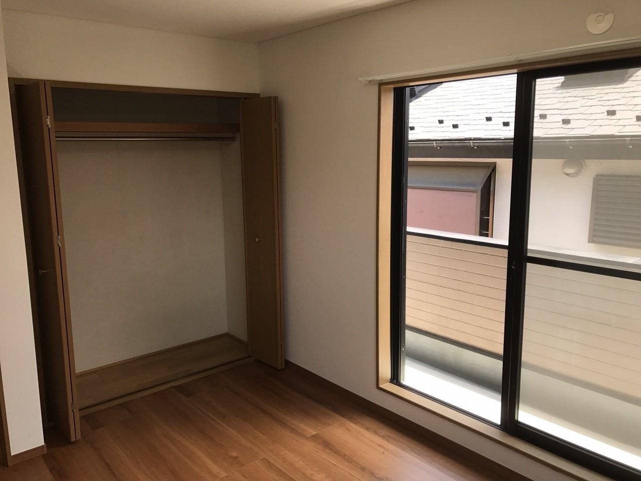 2階西側5.6帖の洋室