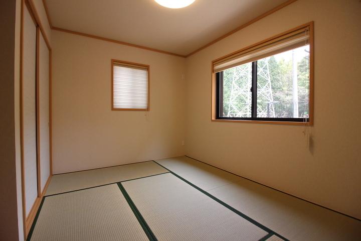 床の間と押し入れの付いた1階和室は、独立しているので、個室や客間としても利用可能。