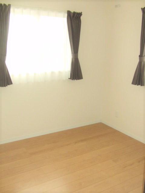 南向きで明るく風通しの良い2階洋室