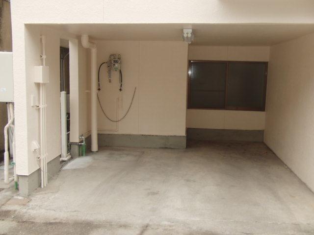 車庫には窓もあります