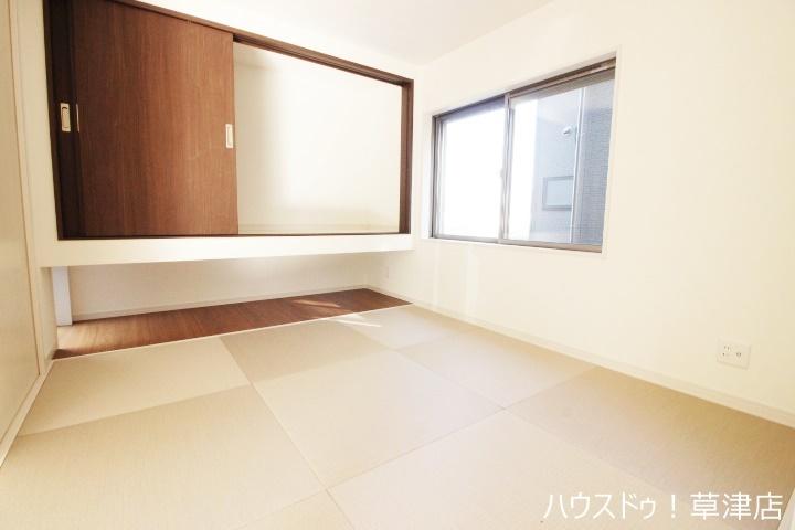 リビングに隣接した和室でくつろげる空間をお楽しみください。