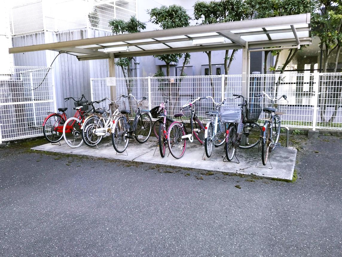 ◆アメニティ徳力II♪駐輪場です♪向側にもう一ヶ所あります♪