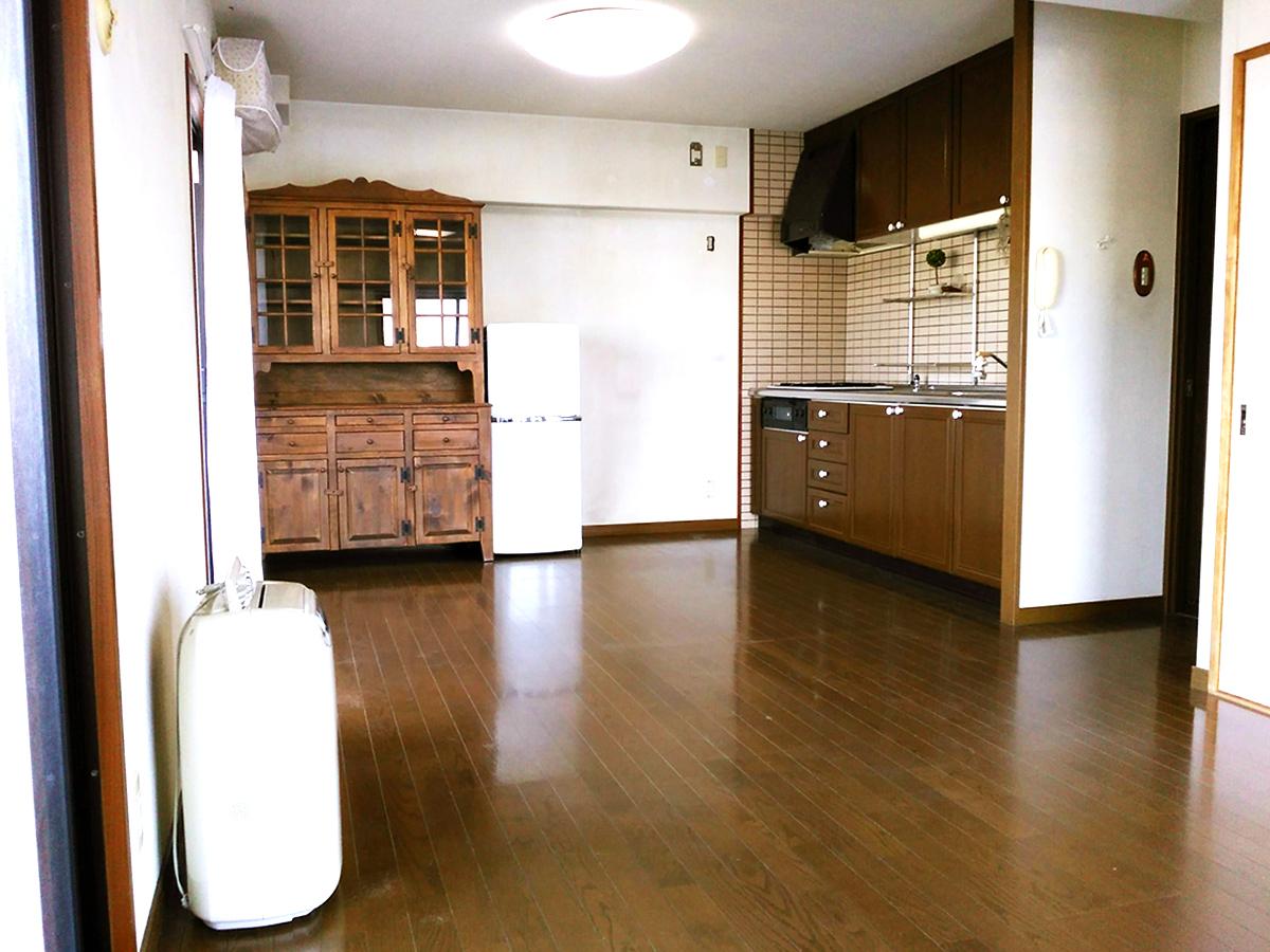 ◆アメニティ徳力II♪2面採光で明るいLDKは背面キッチンで広々使えます♪