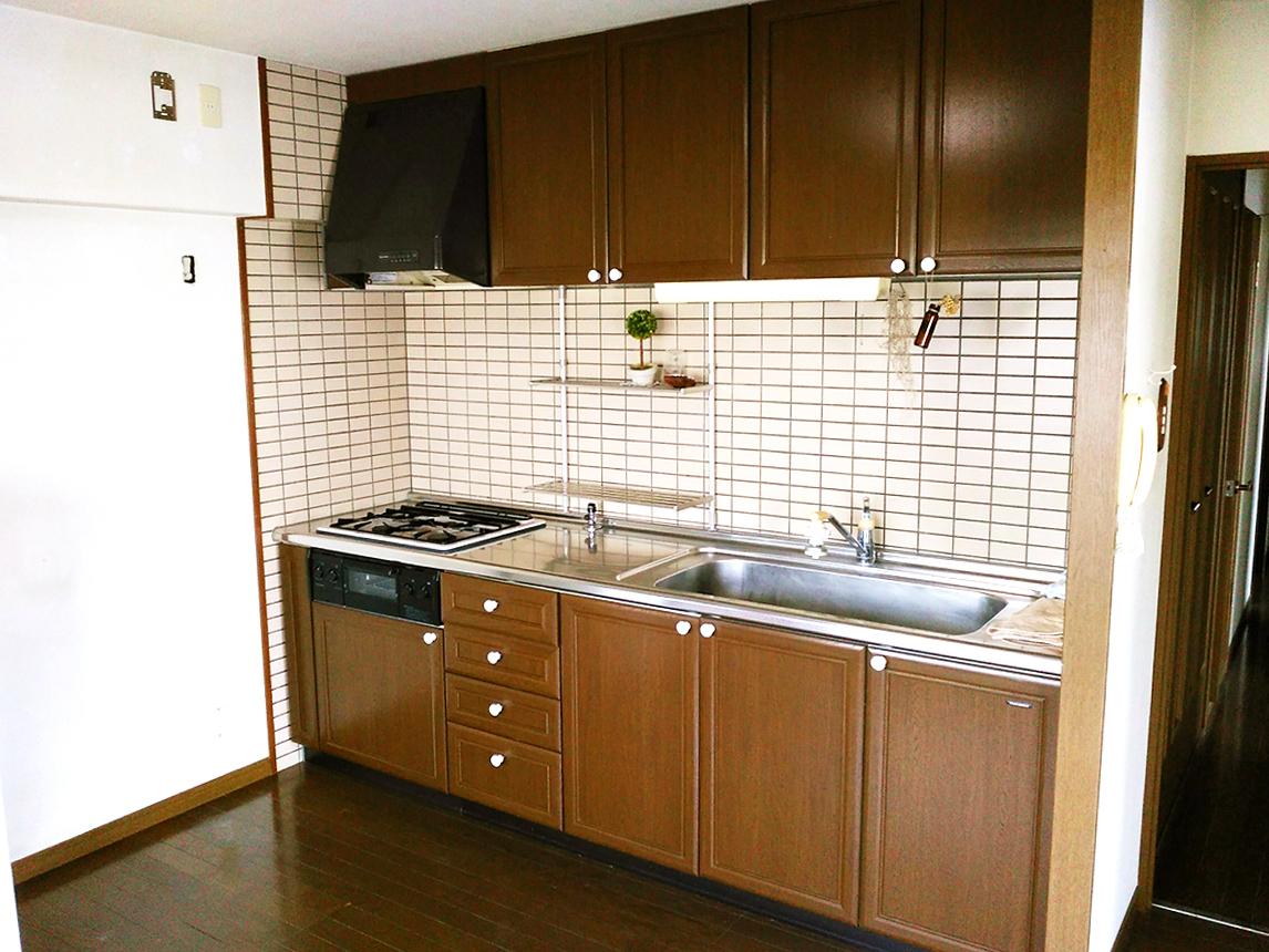 ◆アメニティ徳力II♪三口ガスコンロのシステムキッチン♪流し台が大きい為、家事がしやすいキッチンです♪