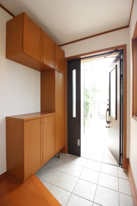 ゆったりした玄関スペースがお客様と家族を迎え入れてくれます。