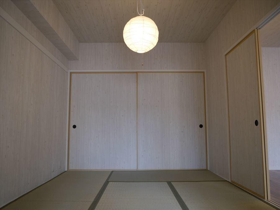 LDKからつながる和室は、ごろんと横になりたいときや足を延ばしての団らんに使えますね。