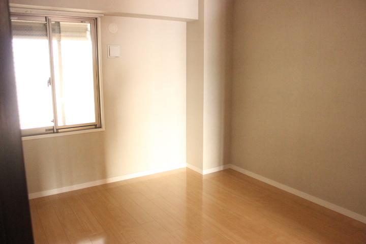 洋室:5帖 入口すぐ、向かって右側のお部屋です。