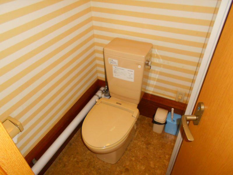 千歳市日の出の店舗付き住宅です。店舗用トイレです。