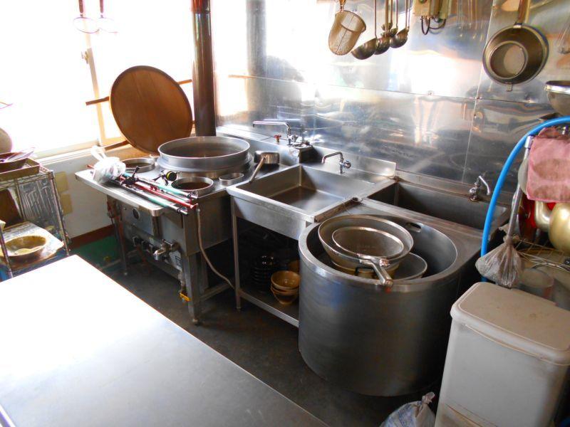 千歳市日の出の店舗付き住宅です。厨房部分です。本格的な飲食業を始められる方にオススメです。
