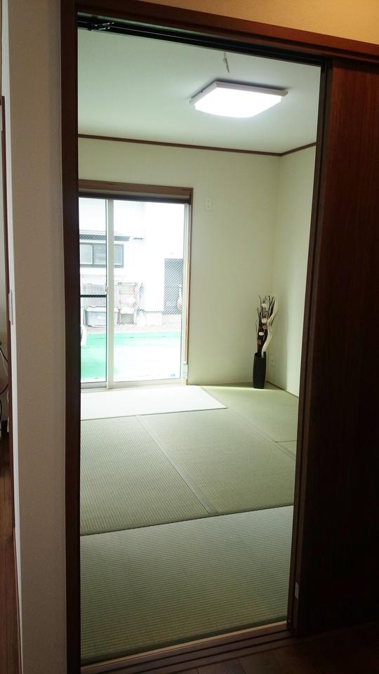 居間との続き間で便利な6帖の和室
