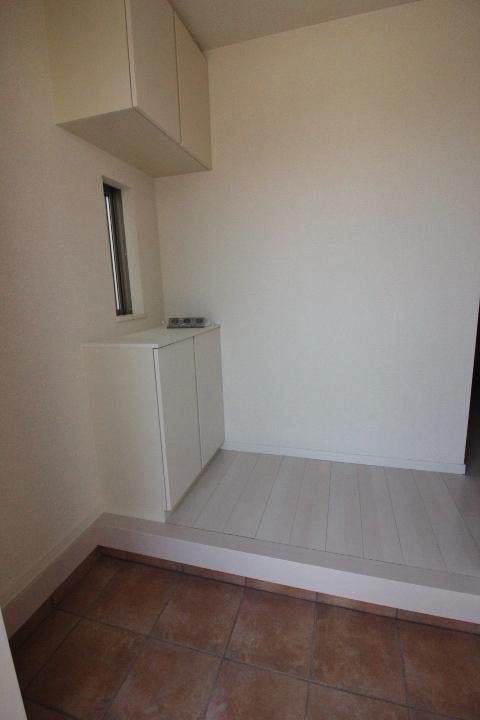 玄関 散らかりやすい玄関も、シューズボックスを使ってスッキリ収納。