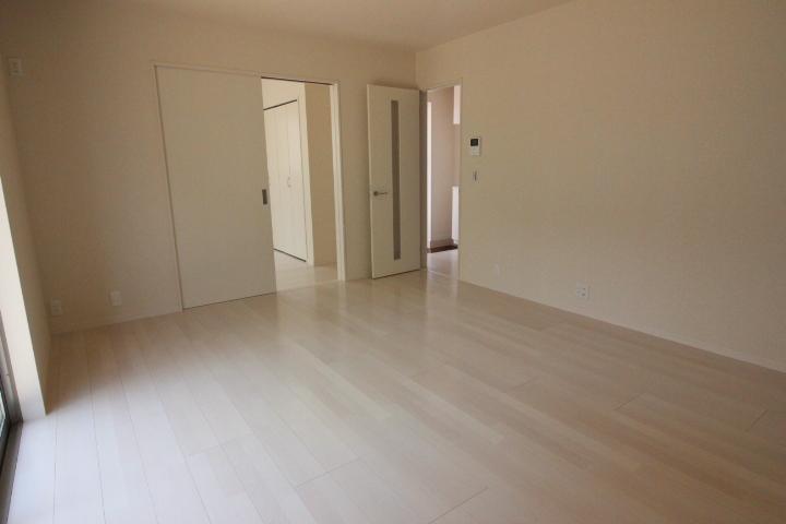 2階洋室 全居室南向きなのでお部屋が明るいです。