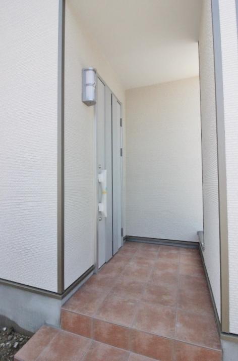玄関 写真だけでは伝わらない住み心地・暮らしやすさは 現地内覧でご体感ください。