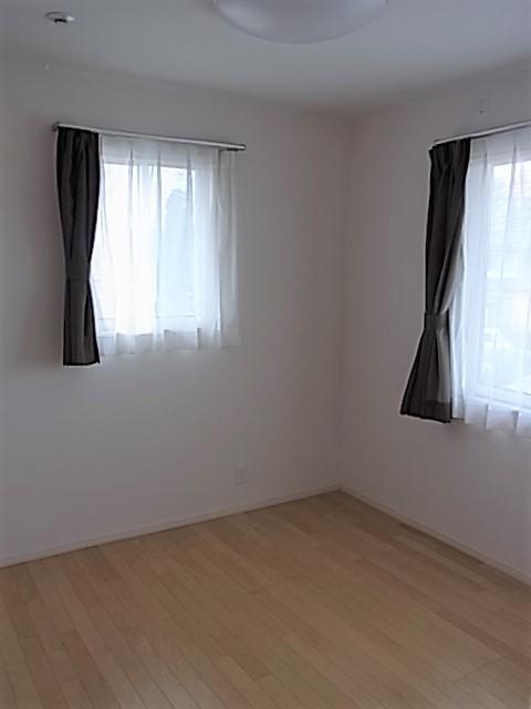 4.5畳の洋室です、クローゼットも配置されて、お子様のお部屋にいかがですか?