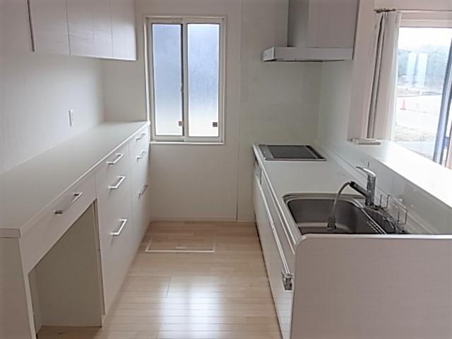 内装と合わせ白を基調としたキッチンまわりです。