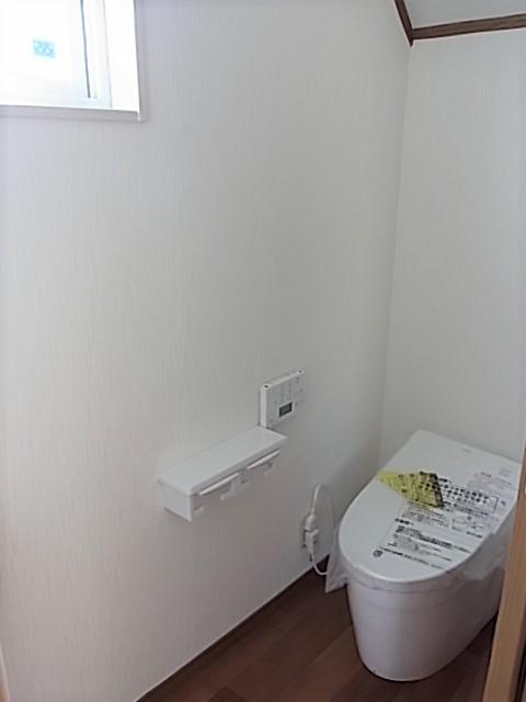 TOTOきれい除菌水のネオレストです!ドアも引き戸でスペースをとりません