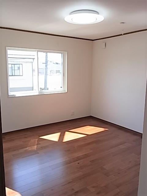 2F 8畳の主寝室です
