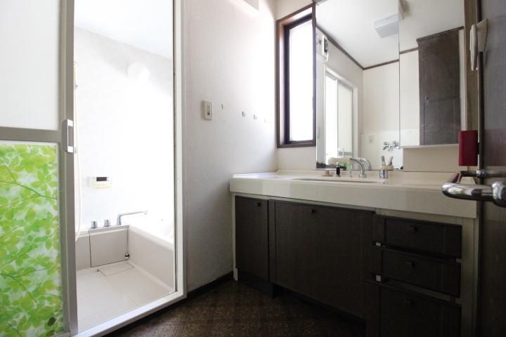 窓付きの浴室で換気も良好