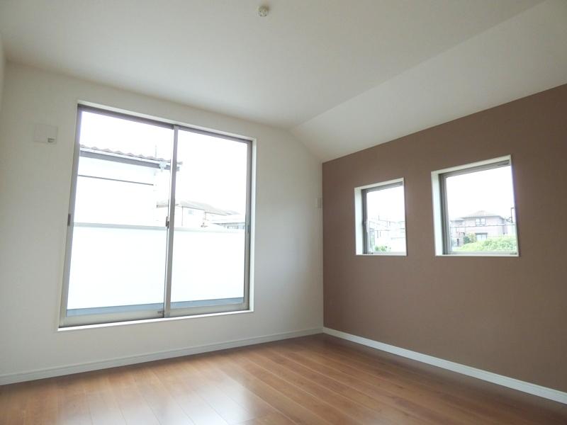 ◎洋室:1号棟(7/8更新) 洋室にはアクセントクロスを!家具を置いても十分なスペースを確保できるゆとりの住空間!