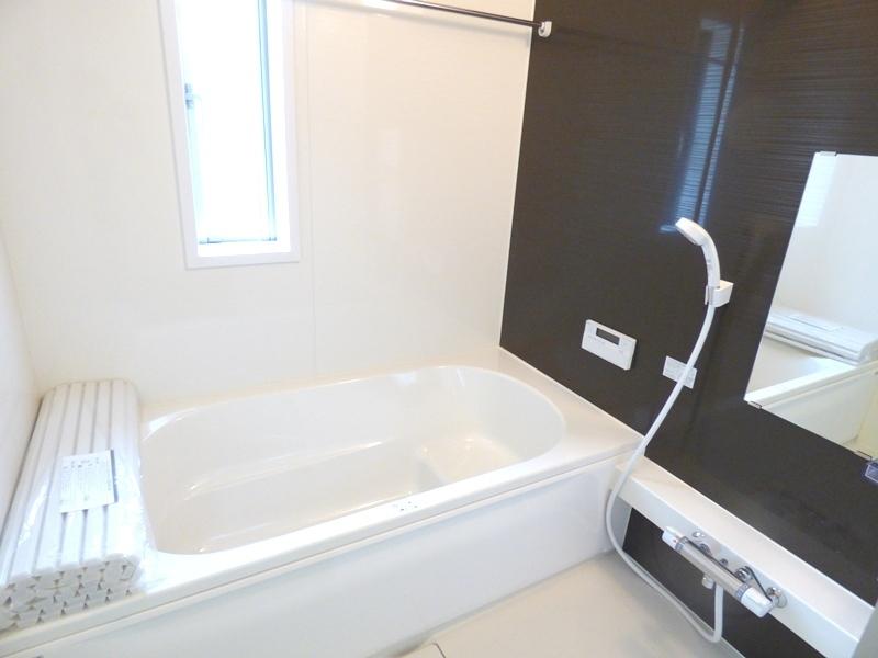 ◎浴室:1号棟(7/8更新) お子様と一緒にバスタイムを楽しめる広々浴室。日々の疲れも癒してくれます!