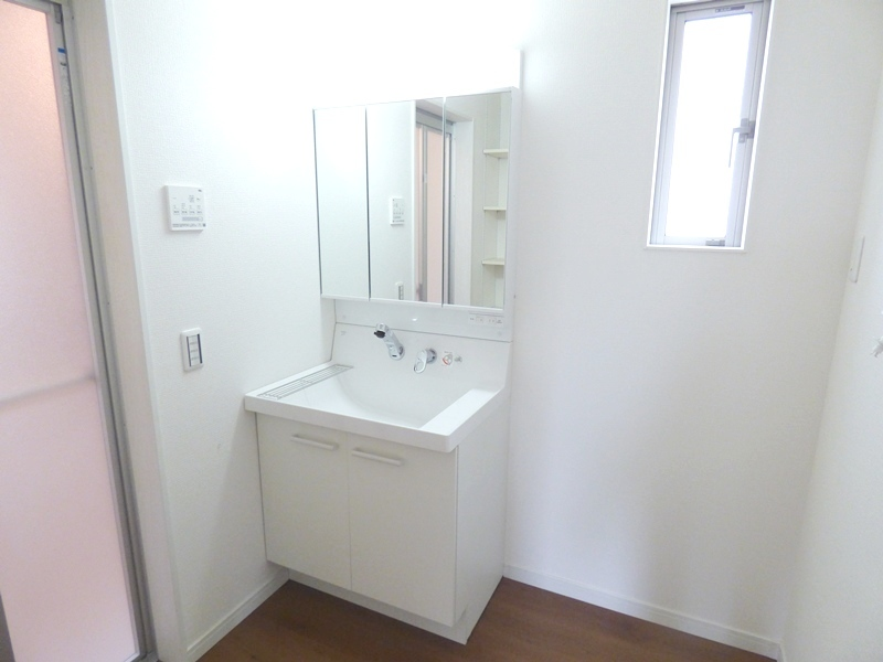 ◎洗面:1号棟(7/8更新) 暮らしを快適に変えるシャワー付洗面化粧台!朝の身支度もスピーディに