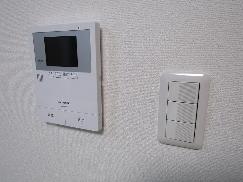 モニター付きインターホンでセキュリティもバッチリです。