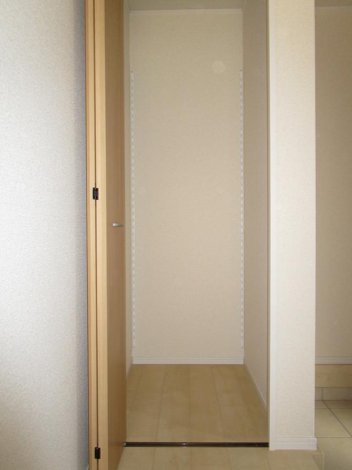 玄関の収納スペースはアウトドア用品も出しいれらくらく!