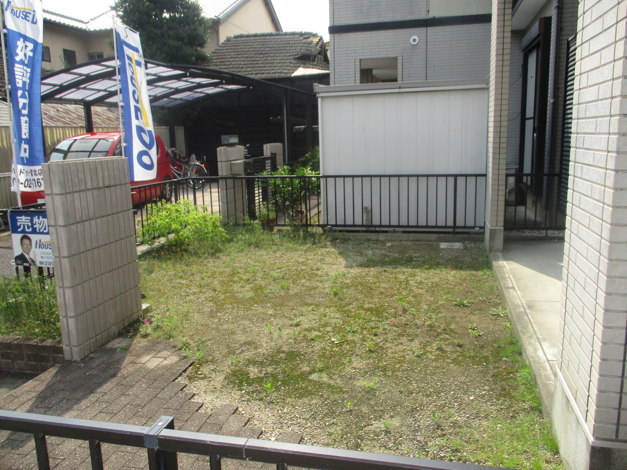 物件の南側には庭がついております。
